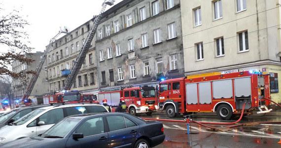 Jedna osoba zginęła, a pięć trafiło do szpitala po pożarze kamienicy przy ul. Przybyszewskiego w Łodzi. Informację o tym zdarzeniu dostaliśmy na Gorącą Linię RMF FM.
