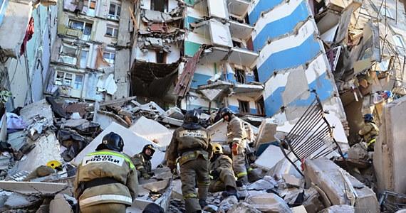 W rosyjskim Magnitogorsku trwa akcja ratunkowa po wybuchu gazu i zawaleniu się części bloku. Do tej pory odnaleziono ciała 8 ofiar, 36 osób uznaje się za zaginione. W ostatnich godzinach w ruinach zawalonego budynku odnaleziono 10-miesięcznego, żywego chłopca. Warunki są bardzo trudne, w nocy temperatura dochodziła do -27 stopni Celsjusza.