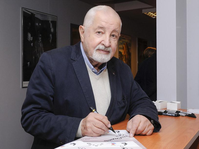 """Janusz Majewski - twórca takich głośnych obrazów, jak """"Zaklęte rewiry"""" i """"C.K. Dezerterzy"""" - pracuje nad nowym filmem. Scenariusz """"Czarnego mercedesa"""" powstał na podstawie jego powieści pod tym samym tytułem."""