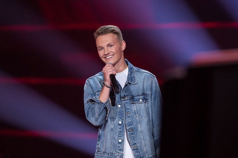 """15-letni Adam Kubera po swoim występie w drugim sezonie """"The Voice Kids"""" raczej nie będzie narzekał na brak zainteresowania wśród fanek programu. Zobaczcie, jak poszło uczestnikowi i do czyjej drużyny trafił."""