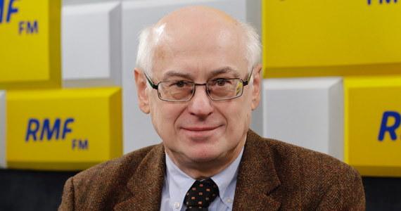 """""""Niczego nie można wykluczyć. Nie słyszałem żeby takie zmiany były planowane"""" - tak na pytanie o to, czy Jarosław Kaczyński ponownie zostanie premierem odpowiadał w Porannej rozmowie w RMF FM prof. Zdzisław Krasnodębski. W poniedziałek w RMF FM Adam Hofman przewidywał, że zmiana na stanowisku premiera czeka nas już niedługo. Eurodeputowany z Prawa i Sprawiedliwości dodał: """"Jarosław Kaczyński jest przywódcą obozu Zjednoczonej Prawicy, jest też jednym z najbardziej doświadczonych polityków europejskich""""."""