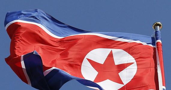 Od listopada ukrywa się wraz z żoną pełniący obowiązki ambasadora Korei Północnej we Włoszech Dzo Song Dżil - poinformował południowokoreański deputowany. Powołał się na doniesienia agencji wywiadowczej w swym kraju.