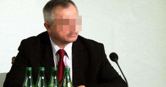 Osiem lat więzienia grozi byłemu szefowi prokuratury apelacyjnej w Warszawie. Jak dowiedział się reporter RMF FM, prokuratura zakończyła śledztwo wobec Zygmunta K., który jest podejrzany o oszustwo i wyłudzenie 100 tysięcy złotych kredytu ze SKOK Wołomin.