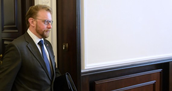 Będzie wniosek o wotum nieufności wobec ministra zdrowia Łukasza Szumowskiego. Taka zapowiedź padła po posiedzeniu sejmowej komisji zdrowia, która zajmowała się informacjami o możliwych nieprawidłowościach przy refundacji leków. Sam szef resortu zdrowia nie wziął udziału w obradach. Wysłał na nie swoich zastępców.