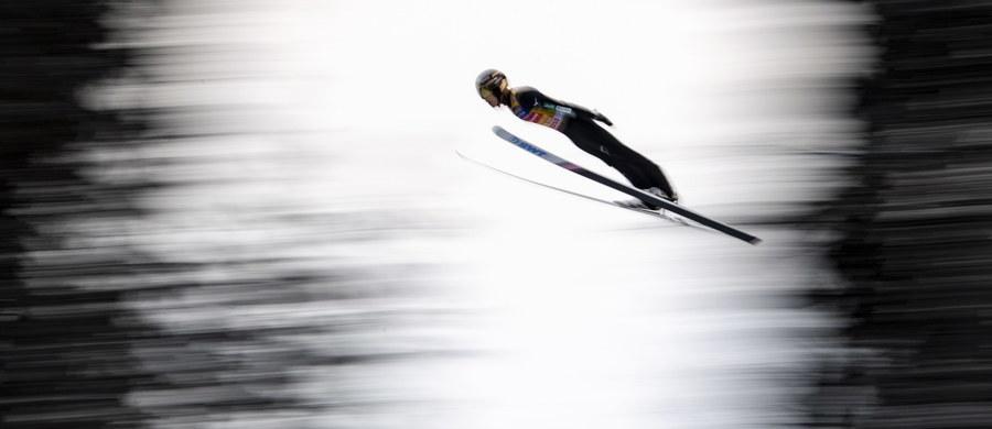 Ryoyu Kobayashi nie daje rywalom nawet cienia nadziei na zakończenie swojej świetnej passy. Po wygranych w Oberstdorfie i Garmisch-Partenkirchen Japończyk jest głównym faworytem do wygrania trzeciej części 67. Turnieju Czterech Skoczni, a więc zawodów w Innsbrucku. Adam Małysz porównuje formę lidera Pucharu Świata do dyspozycji Kamila Stocha z sezonu 2013/2014, gdy Polak zdobył dwa olimpijskie złota i wygrał Kryształową Kulę. A sam Stoch tłumaczy, co przychodzi teraz Kobayashiemu łatwiej.