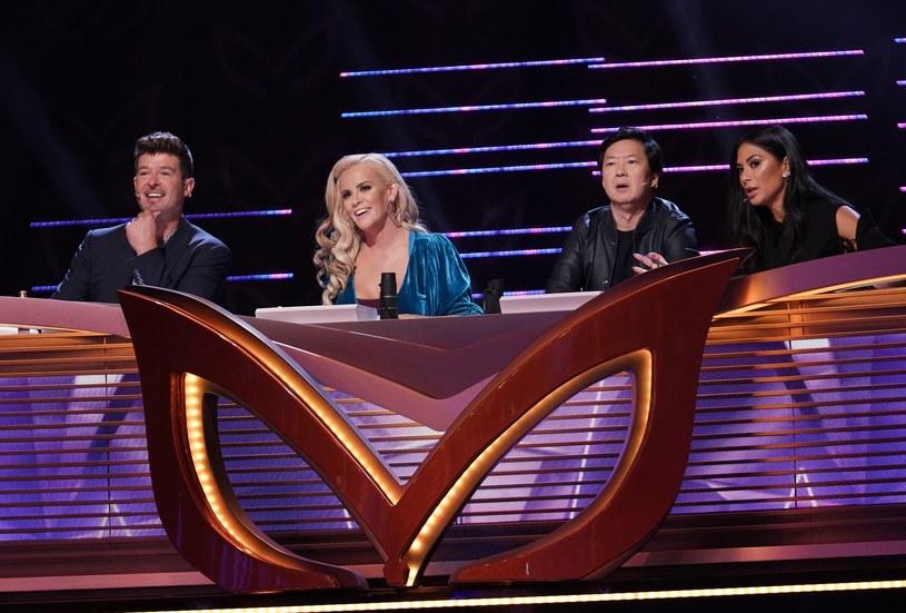 """To prawdopodobnie najdziwniejszy talent show w historii amerykańskiej telewizji. Oparty na koreańskim pomyśle """"The Masked Singer"""" zadebiutował w stacji Fox, a ludzie mogli kilka razy przecierać oczy ze zdziwienia."""