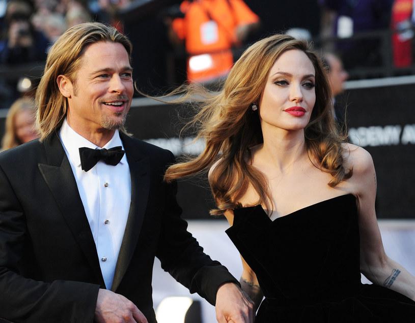 """Gwiazdę takich filmów, jak """"Przerwana lekcja muzyki"""", """"Lara Croft: Tomb Raider"""" czy """"Oszukana"""", będziemy mogli niedługo oglądać w thrillerze """"Ci, którzy życzą mi śmierci"""". Nowa rola okazała się dla Jolie """"uzdrawiająca"""", gdyż pomogła jej poradzić sobie z trudnymi emocjami, jakie towarzyszą jej od czasu złożenia pozwu o rozwód z Bradem Pittem. """"Zagranie tej bohaterki mnie uleczyło"""" – zdradziła."""