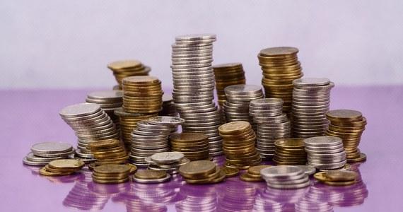 Pracownicy Kancelarii Prezydenta mogą zarabiać od 2019 roku nawet pół tysiąca złotych więcej! Zdecydował o tym Andrzej Duda, podpisując nowe zarządzenie w sprawie zasad wynagradzania pracowników Kancelarii Prezydenta RP.