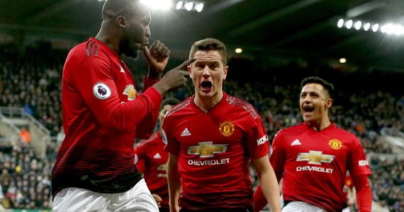 """Manchester United pokonał na własnym stadionie Reading 2:0 w 3. rundzie piłkarskiego Pucharu Anglii. To piąte z rzędu zwycięstwo """"Czerwonych Diabłów"""" pod wodzą Norwega Ole Gunnara Solskjaera."""