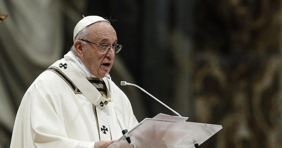 Papież Franciszek zaapelował w niedzielę do europejskich przywódców o udzielenie pomocy 49 migrantom, którzy znajdują się od 16 dni na pokładzie dwóch statków organizacji pozarządowych, które stoją na Morzu Śródziemnym. Nie przyjął ich żaden kraj.