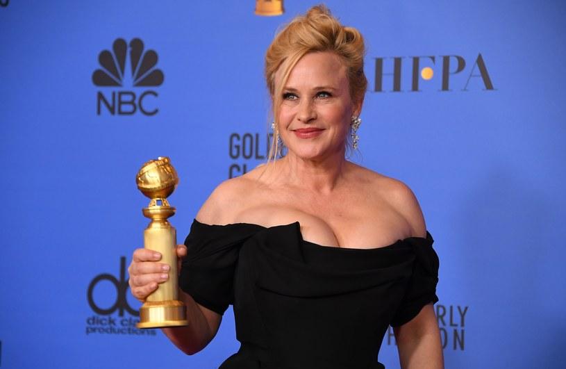 Podczas 76. rozdania Złotych Globów Patricia Arquette otrzymała nagrodę za najlepszą rolę kobiecą w miniserialu lub filmie telewizyjnym. Artystka zaskoczyła wszystkich, gdy w jej mowie dziękczynnej pojawiło się kilka wulgaryzmów.