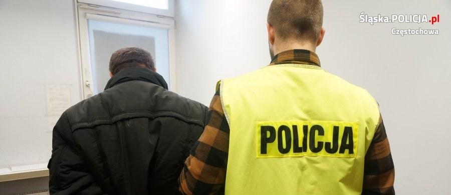 Seria napadów na tle seksualnym na kobiety w Częstochowie. Jeden sprawca został już zatrzymany i trafił do aresztu. Policja poszukuje jeszcze napastnika bądź napastników, którzy zaatakowali kobiety na Parkitce, w Gnaszynie oraz w autobusie linii nr 10.