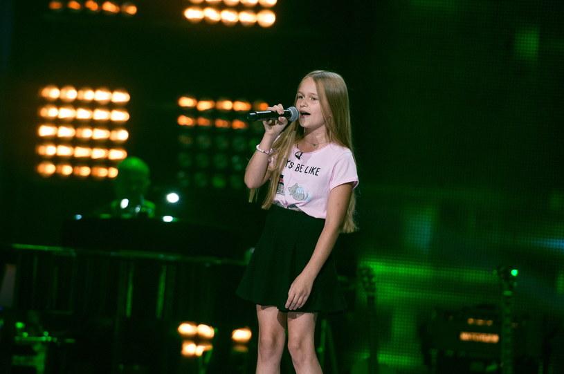 """Spore wrażenie na trenerach """"The Voice Kids"""" zrobił występ Hani Lasoty, która wykonała piosenkę """"Perfect Strangers""""."""