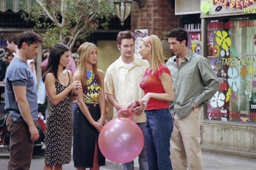 """Jak potoczyły się losy gwiazd serialu """"Przyjaciele"""" po jego zakończeniu? Dlaczego niektórzy nie chcą powrotu do starych ról? Ostatnio Jennifer Aniston uchyliła rąbka tajemnicy i zdradziła swój plan."""