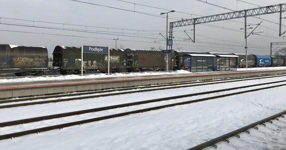 W godzinę pociągiem z Krakowa do Nowego Sącz, w półtorej - z Krakowa do Zakopanego. Ministerstwo Infrastruktury podpisało dziś umowę na prace dla dokumentacji projektowej dla nowej linii kolejowej łączącej Podłęże z Piekiełkiem w Małopolsce. Nowa linia pozwoli na skrócenie drogi z Krakowa do Nowego Sącza i Zakopanego.