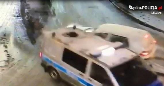 Pijany kierowca rozbił policyjny radiowóz w Gliwicach. Za kierownicą siedział 25-latek z powiatu ostrowskiego, który całkiem niedawno sam wyrobił prawo jazdy.