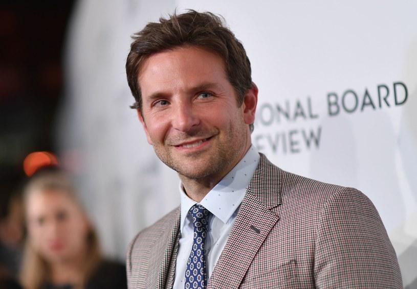 Amerykańska Gildia Reżyserów ogłosiła nominacje do swoich corocznych nagród. W kategoriach filmowych wskazała najlepszych twórców dzieł pełnometrażowych, dokumentów oraz najzdolniejszych debiutantów. Wśród nominowanych brak większych niespodzianek. Aż dwie szanse na statuetki ma Bradley Cooper.