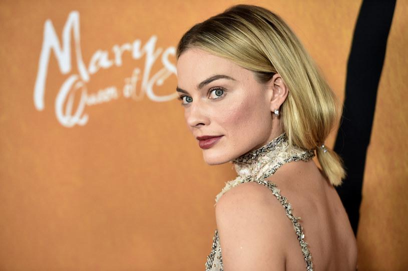 """Produkująca zabawki firma Mattel oraz wytwórnia Warner Bros. doszły do porozumienia w sprawie produkcji filmu, którego bohaterką będzie... Barbie. W tytułową laką ma wcielić się nominowana do Oscara za """"Jestem najlepsza. Ja, Tonya"""", Margot Robbie."""