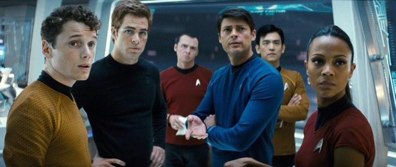 """Produkcja czwartego filmu z serii """"Star Trek"""" od początku nie przebiegała zgodnie z planem. W obliczu piętrzących się problemów i rezygnacji kolejnych osób wytwórnia Paramount postanowiła póki co zrezygnować z jego realizacji."""
