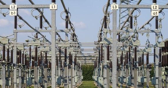 """Minister energii zwołuje zespół, który ma pilnie załatać dziury w niedawno uchwalonej ustawie o cenach prądu, która ma zatrzymać podwyżki. Krzysztof Tchórzewski wezwał na pomoc urzędy regulacji energetyki, zamówień publicznych, ochrony konkurencji i konsumentów oraz prawników z państwowych spółek energetycznych. """"To dlatego, że nikt samodzielnie tej nowej ustawy nie ogarnie"""" - mówi nam anonimowo jeden z członków tego zespołu."""