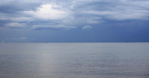 Wbrew wcześniejszym zapowiedziom, wznowiono jednak poszukiwania marynarza, obywatela Ukrainy, który wczoraj prawdopodobnie wypadł za burtę ze statku na polskich wodach Bałtyku.