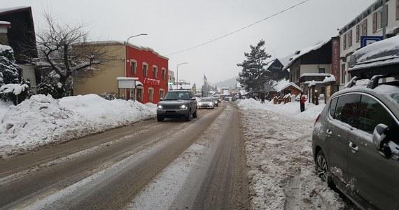 Policja uważa, że nowe oznakowanie i zmiana koncepcji parkowania usprawni ruch samochodowy w Szczyrku. W poprzedni weekend w związku z obfitymi opadami śniegu i wielką liczbą narciarzy, którzy przyjechali do tego ośrodka, w mieście utworzyły się ogromne korki.