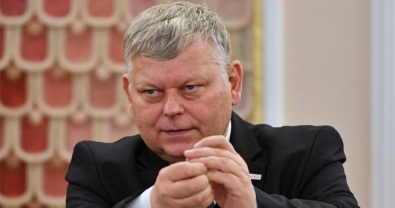 Trzeba ujawnić zarobki dyrektorów wszystkich banków w Polsce, także prywatnych - mówi szef gabinetu premiera Marek Suski. Prawo i Sprawiedliwość pracuje nad ustawą o ujawnieniu zarobków w Narodowym Banku Polskim, po tym, jak bank sam nie ujawnił zarobków współpracowniczek prezesa.