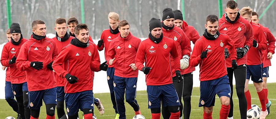 Członkowie rady nadzorczej mającej olbrzymie kłopoty finansowe Wisły Kraków SA, która posiada drużynę w ekstraklasie piłkarskiej, zwrócili się z oficjalną prośbą o pomoc i wsparcie do potencjalnych sponsorów w Stanach Zjednoczonych.