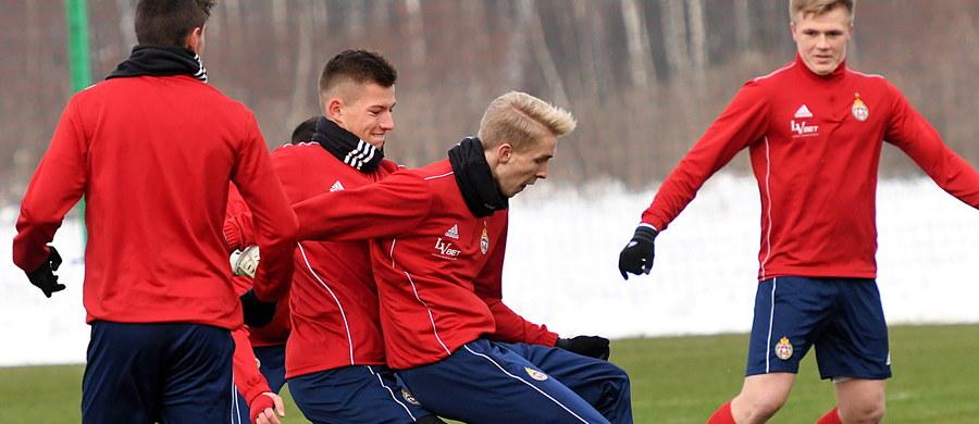 Komisja Licencyjna Polskiego Związku Piłki Nożnej nie przywróciła Wiśle Kraków licencji na grę w ekstraklasie - poinformował przewodniczący komisji Krzysztof Rozen. Zawieszono ją 3 stycznia w związku z niejasną sytuacją prawną klubu.