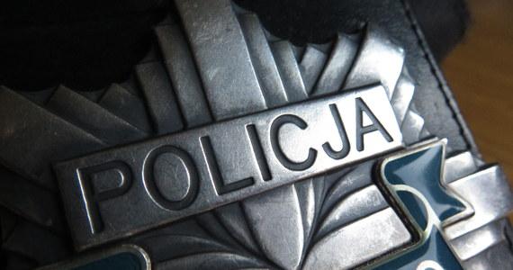 Policja poinformowała, że rodzina zgłosiła się po mężczyznę zatrzymanego w czwartek w Wąglikowicach. Młody mężczyzna został znaleziony w kompleksie leśnym, był skąpo ubrany i nic nie pamiętał.
