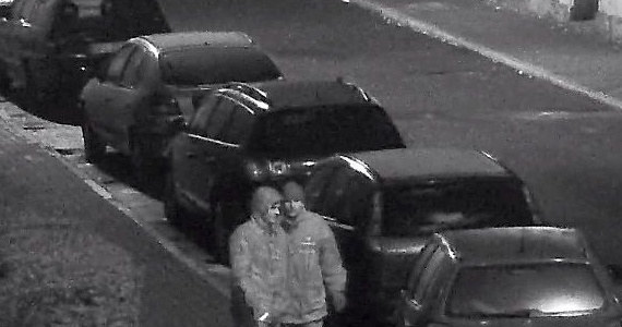 Policja szuka złodziei, którzy okradli sklepy jubilerskie w Kluczborku na Opolszczyźnie. Włamania były w listopadzie i grudniu. Teraz publikowane są zdjęcia rabusiów.