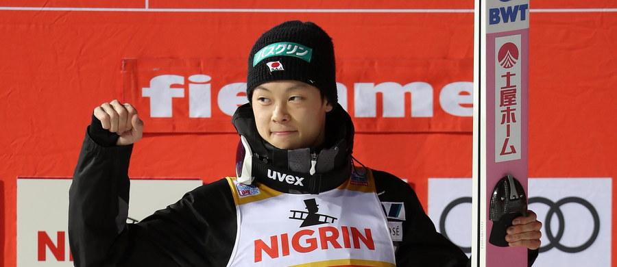 Japończyk Ryoyu Kobayashi może zostać dziś pierwszym skoczkiem narciarskim w historii, która wygra siedem z rzędu konkursów Pucharu Świata. Na przeszkodzie stanąć mu mogą m.in. drugi w sobotę w Predazzo Dawid Kubacki i trzeci Kamil Stoch.