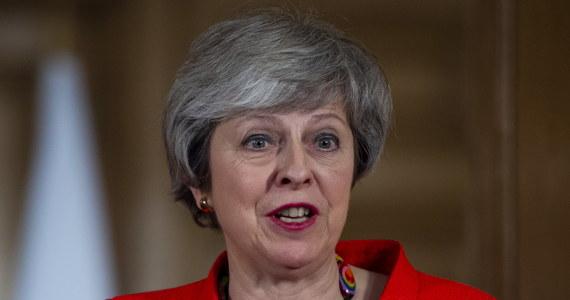 """Premier Wielkiej Brytanii Theresa May napisała na łamach czasopisma """"Sunday Express"""", że odrzucenie przez parlament wynegocjowanego przez nią porozumienia z UE w sprawie Brexitu byłby katastrofą dla kraju. Głosowanie w tej sprawie ma odbyć się w Izbie Gmin w najbliższy wtorek."""