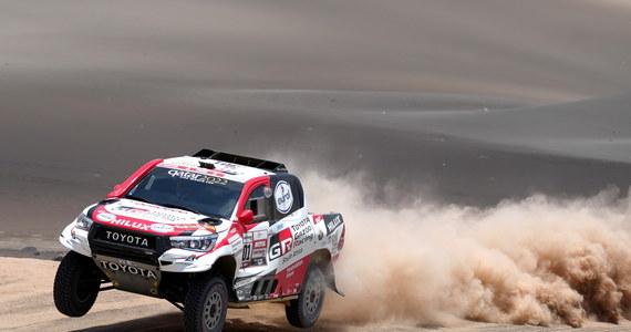 W niedzielę, po dniu przerwy kierowcy rywalizujący w Dakarze wrócili na trasę. Szósty etap prowadzący z Arequipa do San Juan de Marcona liczył ponad 800 kilometrów, z czego ponad 310 wyniósł odcinek specjalny. Właśnie ten odcinek okazał się nieszczęśliwych dla Jakuba Przygońskiego, który uszkodził samochód i stracił czwarte miejsce w klasyfikacji generalnej.