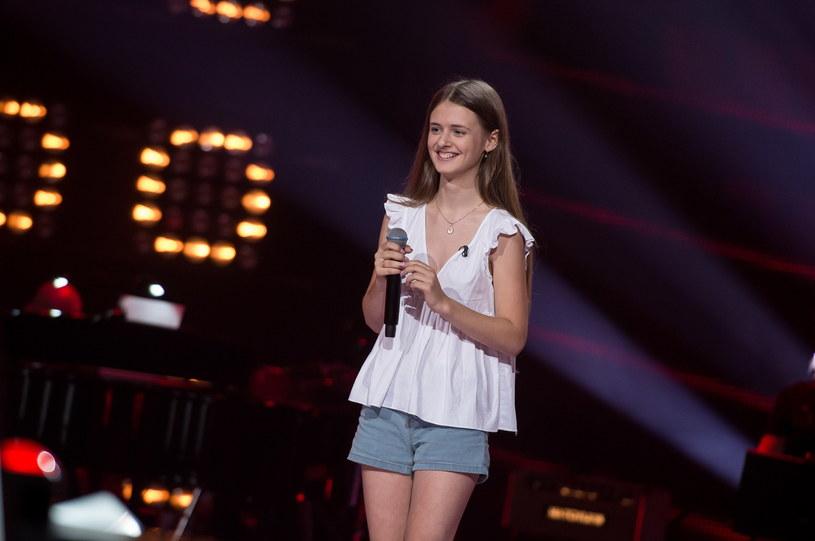 """Julia Chmielarska zaczarowała trenerów """"The Voice Kids"""" swoim głosem. """"Masz potężny wokal"""" - chwaliła dziewczynę Cleo."""