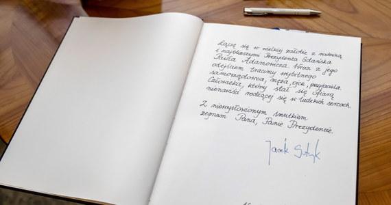 W sześciu miastach ogłoszono już żałobę po śmierci tragicznej prezydenta miasta Pawła Adamowicza. Oprócz Gdańska zdecydowali się na to prezydenci Sopotu, Poznania, Warszawy, Kielc i Olsztyna. W wielu miastach wyłożono księgi kondolencyjne.