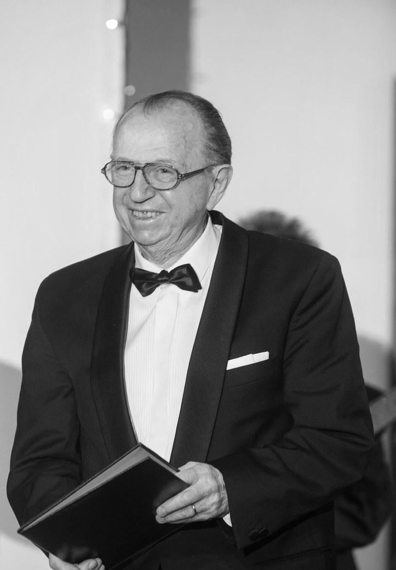 """W wieku 87 lat zmarł operator, profesor sztuk filmowych Wiesław Zdort, twórca zdjęć do takich dzieł polskiej kinematografii, jak m.in. """"Sól ziemi czarnej"""" czy """"Dekalog I"""". Jego pogrzeb odbędzie się w piątek, 18 stycznia, na Powązkach Wojskowych w Warszawie."""
