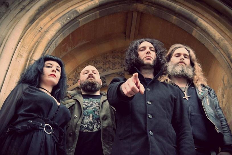Doommetalowa formacja Dead Witches z Wielkiej Brytanii ujawniła szczegóły premiery drugiej płyty.