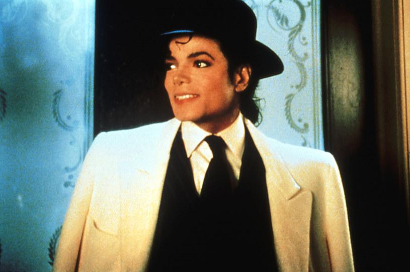 """9 stycznia organizatorzy festiwalu kina niezależnego w Sundance ogłosili tytuły filmów, które zostaną zaprezentowane podczas kolejnej edycji imprezy. Wśród nich znalazł się dokument """"Leaving Neverland"""" Dana Reeda. Film opowiada o oskarżeniach o molestowanie seksualne nieletnich wysuniętych wobec Michaela Jacksona. Fani piosenkarza są oburzeni i żądają usunięcia obrazu z programu Sundance."""