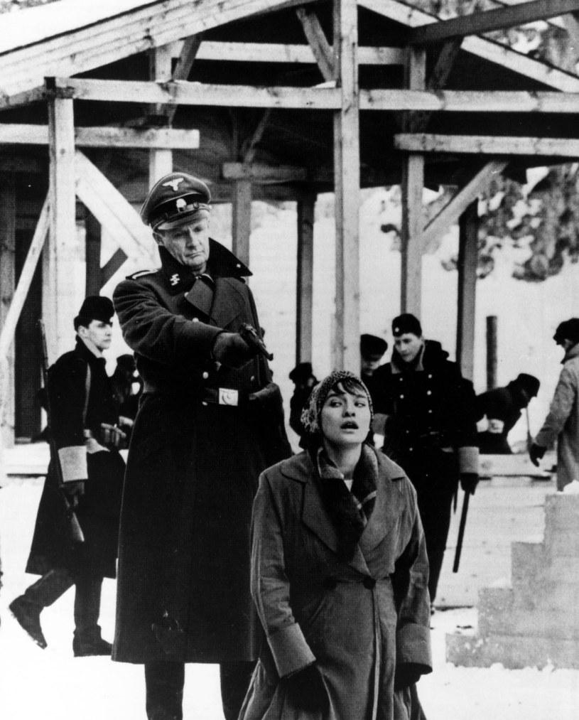 """Jeden z najważniejszych filmów w historii kinematografii, nagrodzony siedmioma Oscarami obraz Stevena Spielberga """"Lista Schindlera"""" po 25 latach od premiery wróci na ekrany kin. 27 stycznia w Międzynarodowym Dniu Pamięci o Ofiarach Holokaustu zaplanowano pokazy specjalne m.in. w krakowskim Kinie pod Baranami."""