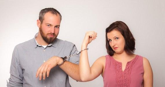 W Polsce zdecydowani zwolennicy rozwodów stanowią grupę trzykrotnie większą niż ich zagorzali przeciwnicy. Trzy czwarte badanych uważa, że jeżeli człowiek nie jest szczęśliwy w obecnym związku, to powinien się rozwieść i próbować ułożyć sobie życie na nowo – wynika z badania CBOS.