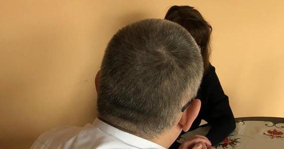 """Wiceprezydent Gdańska Piotr Kowalczuk spotkał się z matką Stefana W. - mężczyzny, który zabił prezydenta Gdańska Pawła Adamowicza. """"Miasto zaoferowało pomoc rodzinie. Oni też przeżywają swój dramat, są zszokowani i zdruzgotani"""" - napisał samorządowiec na swoim profilu na Facebooku."""