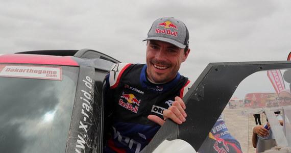 Jadący Mini Jakub Przygoński zajął czwarte miejsce na dziewiątym, przedostatnim etapie Rajdu Dakar ze startem i metą w Pisco w Peru. Po kłopotach rywali Polak awansował w klasyfikacji generalnej z pozycji szóstej na czwartą.