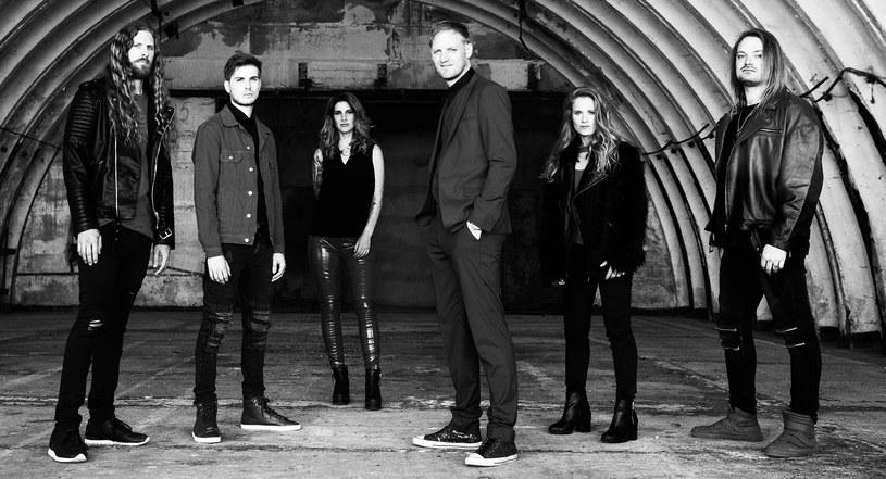 """Wideoklipem do singlowego numeru """"Masters Of Destiny"""" holenderska formacja Delain promują nową EP-kę."""