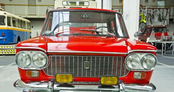 Są ogniście czerwone i jak na swój wiek w całkiem niezłym stanie. Do Muzeum Techniki i Komunikacji w Szczecinie trafiły dwa nowe eksponaty. To włoskie fiaty, które można było w latach 60. i 70. spotkać na ulicach polskich miast. Również w tamtych czasach zwracały uwagę wszystkich i budziły nie lada emocje, bo jako auta importowane należały do rzadkości.