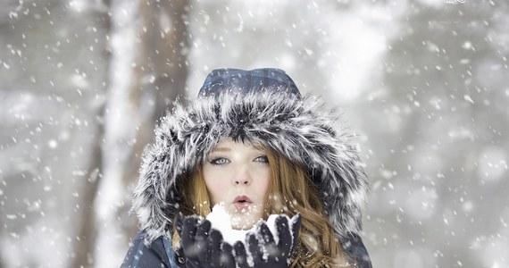 Zrobiło się cieplej, śnieg topnieje - czy wróci biała zima? Jak przewidują synoptycy, czekają nas opady, ale niestety śniegu z deszczem. Sytuacja zmieni się w sobotę i niedzielę. Najnowsze prognozy: