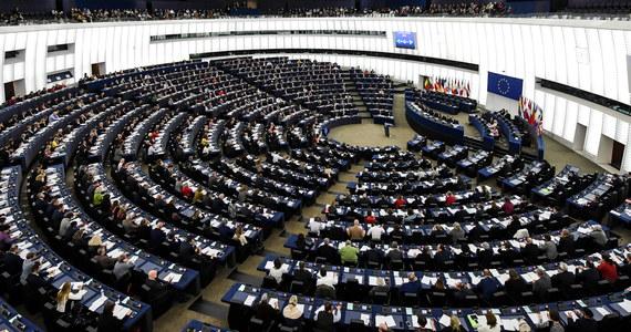 Parlament Europejski opowiedział się za potrojeniem - w stosunku do propozycji Komisji Europejskiej - środków na organizacje pozarządowe zajmujące się m.in. promowaniem oraz ochroną demokracji i praworządności.