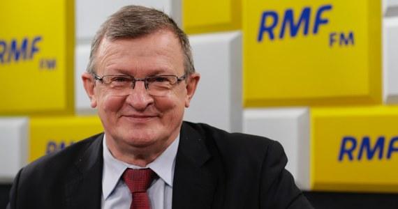 """""""Przez pewien okres byliśmy w jednej partii, w SKL-u. (...). Był bardzo ciekawym rozmówcą, bardzo mi imponowało jego oczytanie, dużo czytał. (...) Chociaż był liberałem, miał liberalne bardziej poglądy. Z sympatią wspominam te czasy""""  - mówi w Porannej rozmowie w RMF FM poseł PiS Tadeusz Cymański wspominając zmarłego tragicznie prezydenta Gdańska Pawła Adamowicza."""