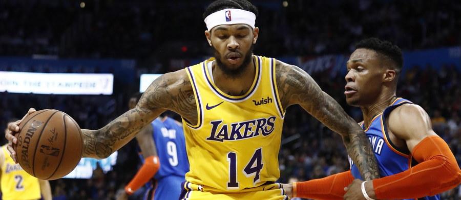 Sędziowie NBA wyznaczeni do oglądania wybranych meczów będą w trakcie gry odpowiadać na Twitterze kibicom na pytania dotyczące decyzji ich kolegów prowadzących dane spotkanie - poinformował portal espn.com. Projekt ma ruszyć w poniedziałek.