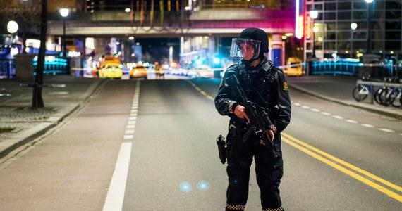 Norweskie służby specjalne sprawdzają, czy atak obywatela rosyjskiego w Oslo miał podłoże terrorystyczne. W czwartek po południu mężczyzna zaatakował nożem kobietę w sklepie. Jej stan jest krytyczny.